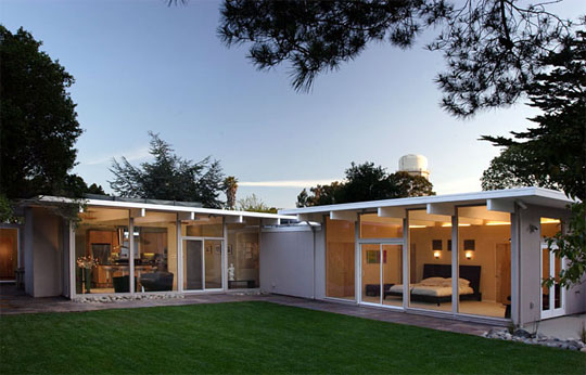 The simple lines of a classic Eichler create a light and airy feel in this remodel project from Klopf Architecture. Photo © Michael O'Callahan