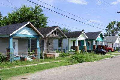 Row of houses restored 9th Barry Bahler FEMA New Orleans Post Katrina: Making It Right?